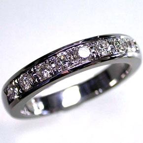 ダイヤモンドのフルエタニティー系エンゲージ・マリッジリング