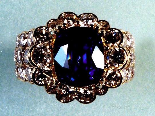 伝統的デザイン高級指輪