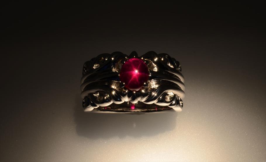 ミャンマー・モゴック産非加熱スタールビー 2.86カラットの指輪制作