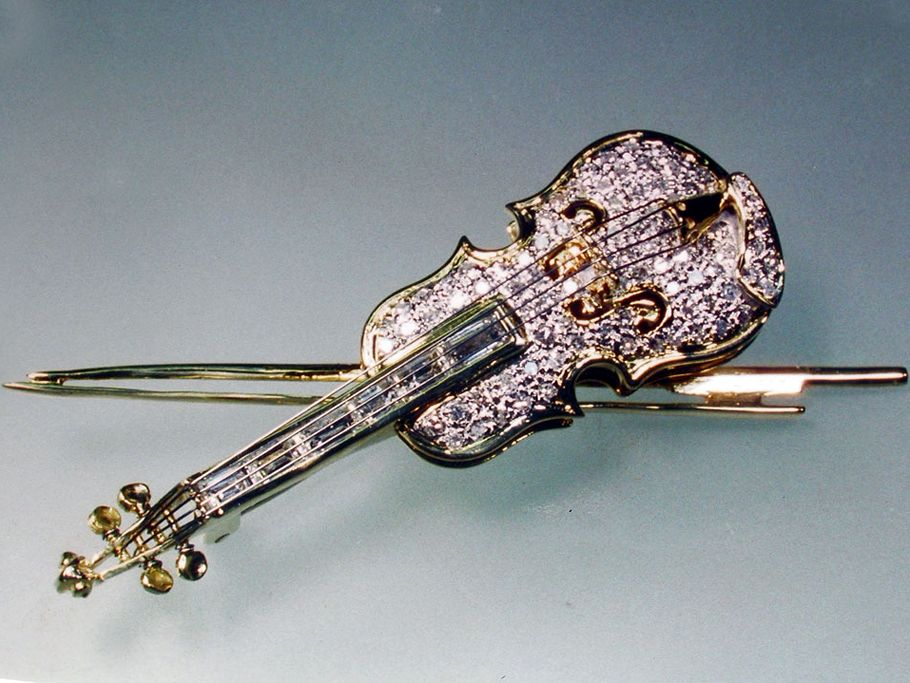 ヴァイオリン型ダイヤモンドブローチ