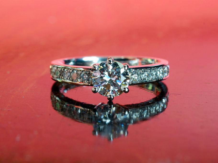 0.7カラットダイヤモンドの指輪リフォーム