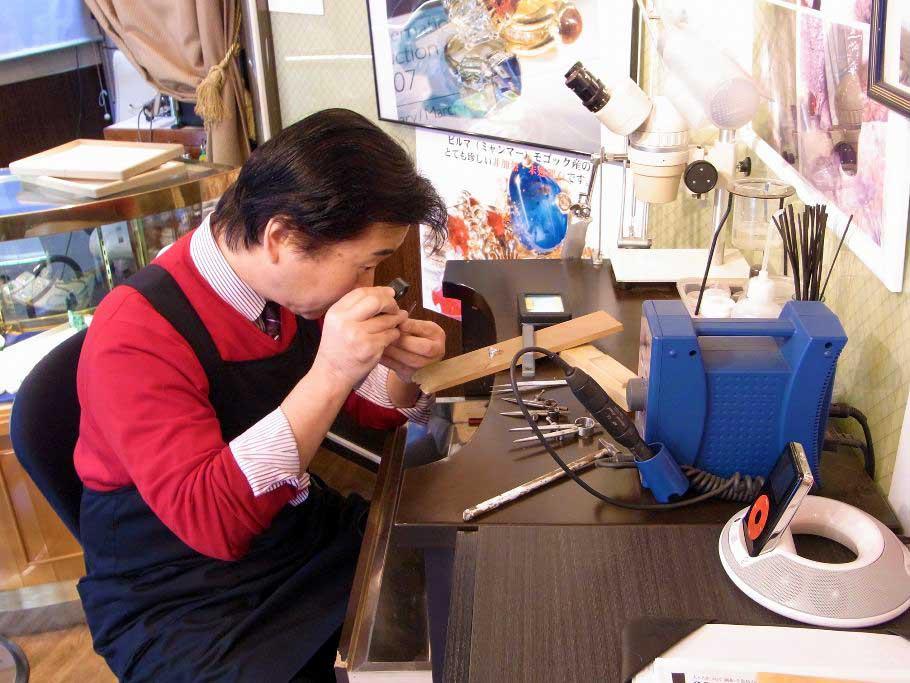 アトリエ・パラスはこんなお店です。東京世田谷で25年目を迎える小さなジュエリーショップです。