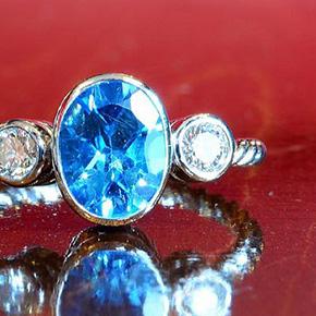 おばさまから頂いたブルートパーズの指輪のリメイク