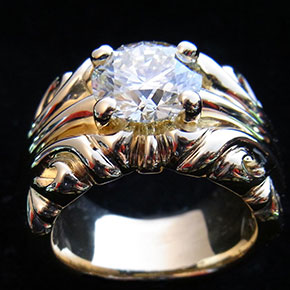 大粒ダイアモンドのマハラジャリング