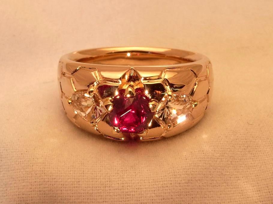 モゴック産非加熱ルビー ペンタゴンの指輪