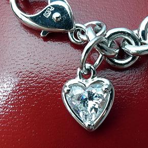 ハートシェイプダイヤモンドのプラチナ製ブレスレットと指輪