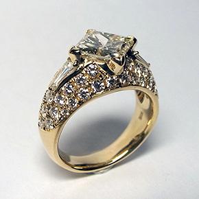 ダイヤモンド プリンセスカット 2.1カラットの指輪