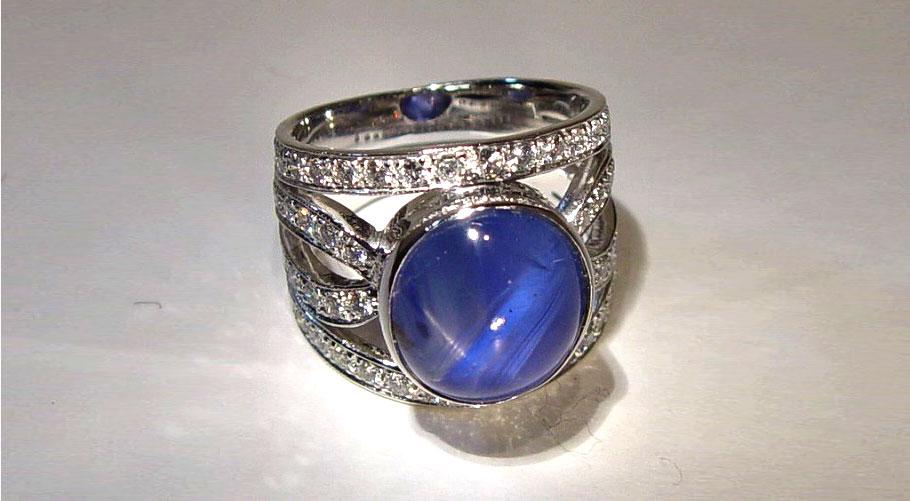 ミャンマー・モゴック産 非加熱22カラット スターサファイアの指輪